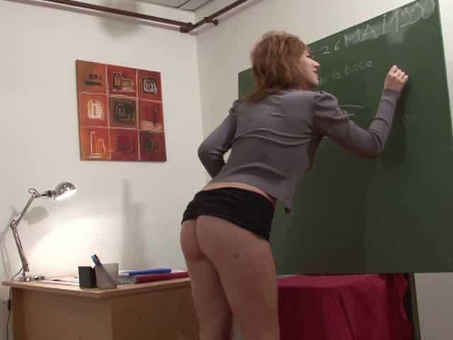Etudiante enculée par son prof et un autre gars