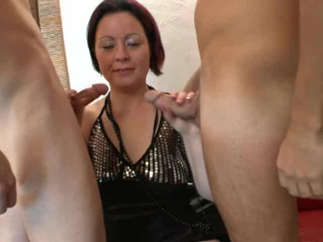 Sodomie hard pendant trio porno voulu par cette femme salope